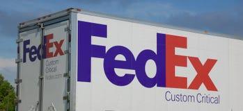 Kritisk lastbil för Fedex egen Arkivbild