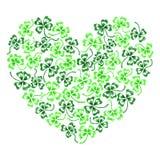 Kritzeln Sie grüne Kleeshamrockherzlinie die lokalisierte Kunst Lizenzfreie Stockbilder