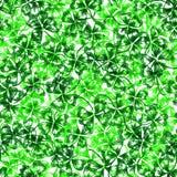 Kritzeln Sie grünen Kleeshamrock St Patrick Tagesnahtloses Muster Stockbild