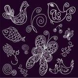 Kritzeln Sie Vögel, Blätter, Fische und Schmetterlinge Lizenzfreies Stockbild