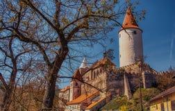 Krivoklat slott f?rutom Prague royaltyfria foton