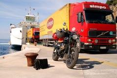 Krk-Fähre in Kroatien stockbilder