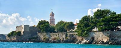 Krk, panorama de la ciudad vieja, mediterráneo, Croacia, Europa Imagen de archivo libre de regalías