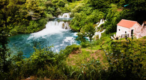 Krka河的瀑布长的曝光全景在Krka国家公园在克罗地亚 库存图片