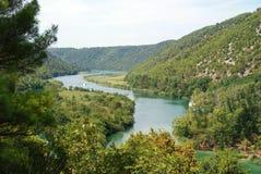 从Krka瀑布的河视图 库存图片
