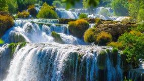 Krka nationaal park in Kroatië tijdens de zomerhitte stock foto's