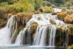 Krka, Sibenik, Хорватия - бесконечная катаракта через национальный парк Krka стоковые изображения rf