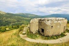 KrkonoÅ-¡ e - Berge gestalten mit tschechischen defensiven Verstärkungen landschaftlich Lizenzfreies Stockfoto