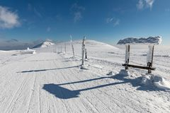 Krkonose山冬天风景与Snezka小山的 美好的冬天风景Krkonos在一个晴天 库存图片