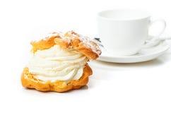 Kräm- puff för kaffe Royaltyfri Foto