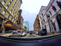 Körning av i stadens centrum Knoxville Arkivbilder