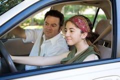 körning tar det teen provet Arkivfoton