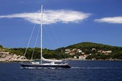 Kroatië: Het varen bij het Adriatische Overzees Stock Foto's