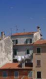 Kroatië, Rovinj, oude muren en daken stock afbeelding