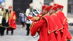Kroatien/hedersvakt Battalion/uppvisning av vapnen Arkivfoton