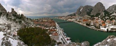 Kroatien - Omis am Schnee Stockfotografie