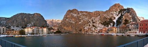 Kroatien - Omis und Schnee Stockbild