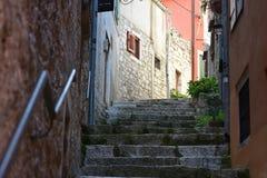 Kroatien staden av Rovinj Den gamla delen av staden royaltyfria foton