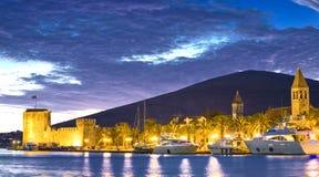 Kroatien, Trogir bis zum Nacht lizenzfreies stockbild