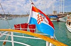 Kroatien-, Trogir hamn och slott Arkivfoton
