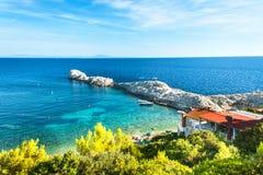 KROATIEN VELO ZARACE, September 11, 2018: Liten vik Velo Zarace på den kroatiska ön av Hvar Ett ställe för en fridsam ferie royaltyfria bilder
