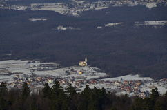 Kroatisch dorp chrurch in de winter Royalty-vrije Stock Afbeelding