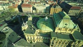 Kroatisch nationaal theater in Zagreb - antenne stock video