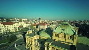 Kroatisch nationaal theater in Zagreb - antenne stock videobeelden
