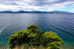 Kroatische kust van het Adriatische Overzees stock fotografie