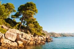 Kroatische oever in Dubrovnik op een zonnige dag Stock Afbeelding