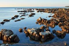 Kroatische rotsachtige kust stock afbeelding