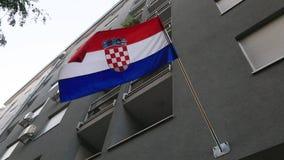 Kroatische vlag op het gebouw stock videobeelden