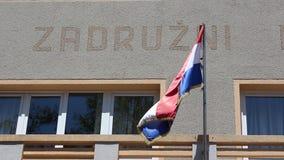 Kroatische vlag op het openbare paleis stock video