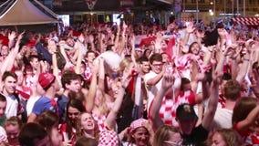 Kroatische voetbalventilators stock videobeelden
