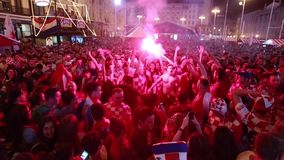 Kroatische voetbalventilators stock footage