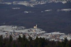 Kroatisches Dorf chrurch im Winter Lizenzfreies Stockbild
