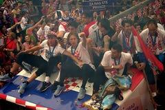 Kroatisches Fußballteam auf dem Busdach Stockbild