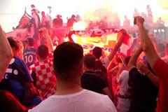 Kroatisches Fußballteam auf dem Busdach Lizenzfreies Stockfoto