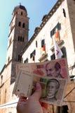Kroatisk Ð 20 Kuna för ½ för valutaanmärkning 10 аРsedel framgång för payday för dollarsedelhandpengar Royaltyfria Bilder
