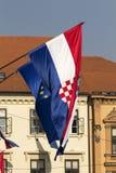Kroatisk flagga på parlamenten Royaltyfria Foton