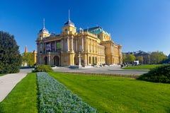 Kroatisk nationell teater på en solig dag för vår Fotografering för Bildbyråer