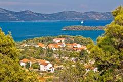 Kroatiska öar Iz och Ugljan Arkivbild