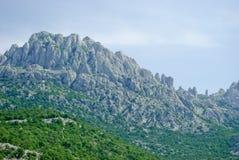 Kroatiska kust- berg nära Zadar Arkivfoton