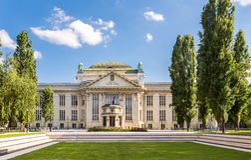 Kroatiska nationella statliga arkiv som bygger i Zagreb Royaltyfria Bilder