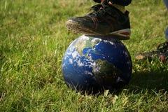 Kroczenie na kuli ziemskiej Zdjęcie Stock