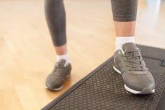 Kroków aerobiki. Obrazy Stock