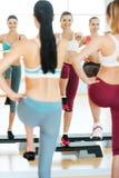 Kroków aerobiki. Zdjęcie Stock
