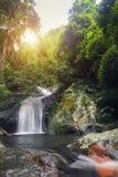 Krok-E-Dok siklawa z światłem słonecznym w górze przy Tajlandia Natio Fotografia Royalty Free
