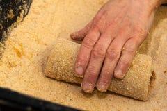 Krokett rullande i brödsmulor Arkivbilder