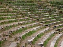 Kroki antyczny amfiteatr, przerastający z trawą Zdjęcie Royalty Free